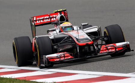 Lewis Hamilton obtiene el mejor tiempo y Jenson Button se perfila como favorito para la pole