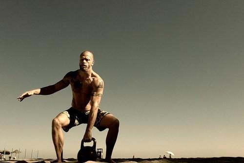 Cinco ejercicios con pesas rusas o kettlebells perfectos para principiantes