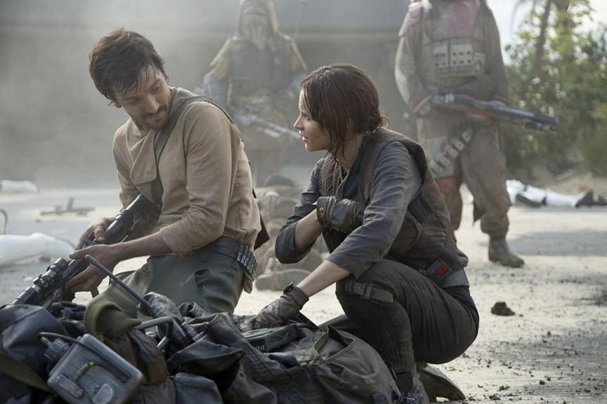 Cassian y Jyn en Scarif