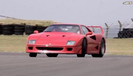 Chris Harris al volante de un Ferrari F40 y un Ferrari F50, espectáculo del bueno