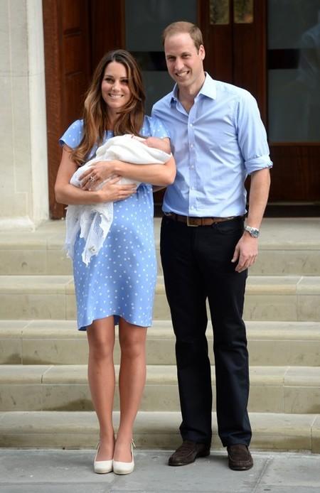 El impecable look de Kate Middleton presentando a su hijo tras dar a luz