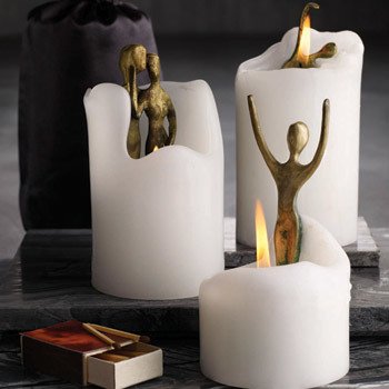Velas con esculturas en su interior