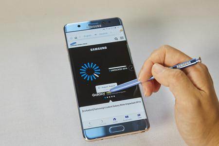 """¿Es el diseño """"agresivo"""" del Note 7 el causante de que su batería explote?"""