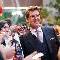 Tom Cruise nos muestra cómo llevar un traje de tres piezas y que luzca como nunca