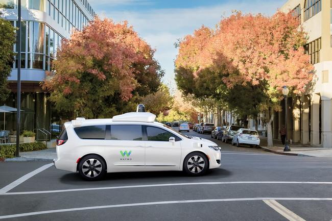 Porque a veces es mejor sumar que restar, Uber podría utilizar vehículos autónomos de Waymo