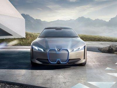El BMW i Vision Dynamics Concept le deja claro al Model 3 que no está solo