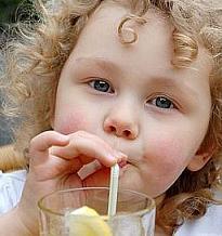 Las bebidas azucaradas aumentan el riesgo de obesidad infantil incluso con una dieta equilibrada