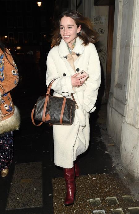Mango conquista el estilo de Daenerys Targaryen (aka Emilia Clarke) con un abrigo de su nueva colección