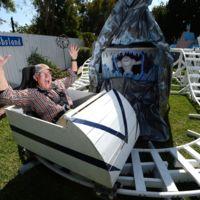 La historia del abuelo que decidió transformar el patio trasero en su propio Disneyland