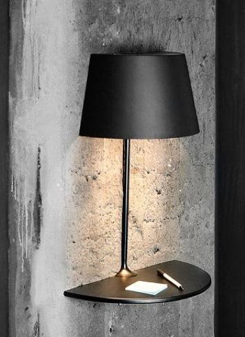 Mesa y lámpara de pared, un dos en uno muy elegante