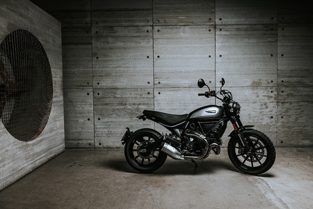 Ducati Scrambler Icon Dark 20