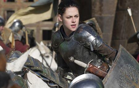 Kristen Stewart en una escena de batalla de Blancanieves y la Leyenda del Cazador