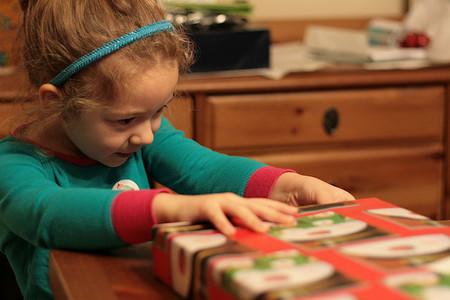 Un exceso de regalos por Navidad o Reyes no hace que los niños sean más felices