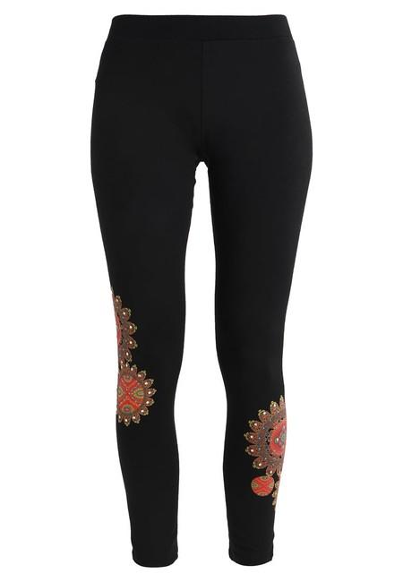 Desde sólo 12,80 euros en Amazon tenemos los leggings para mujer Donovan de Desigual