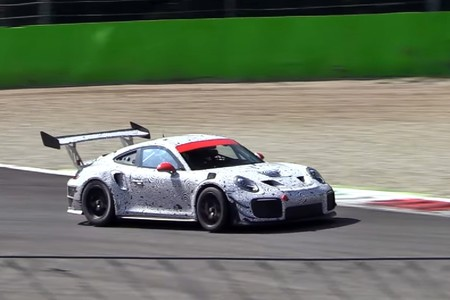 Este 911 GT2 RS camuflado rodando en Monza no parece normal. ¿Qué está tramando Porsche?