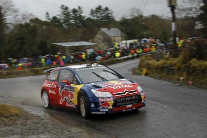 Citroën domina el rally a falta de la etapa del domingo