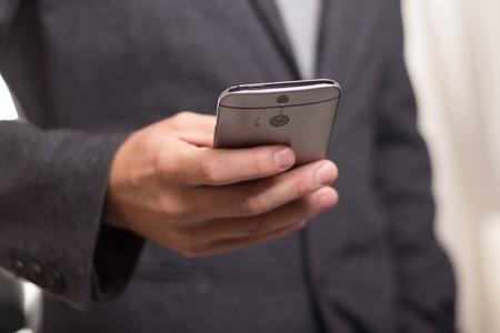 ¿Qué información pueden saber de ti por llevar un móvil?