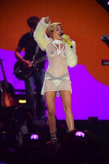 ¿Qué aun no le has visto los pechos a Miley Cyrus? ¿Pero tú lees Egotastic?