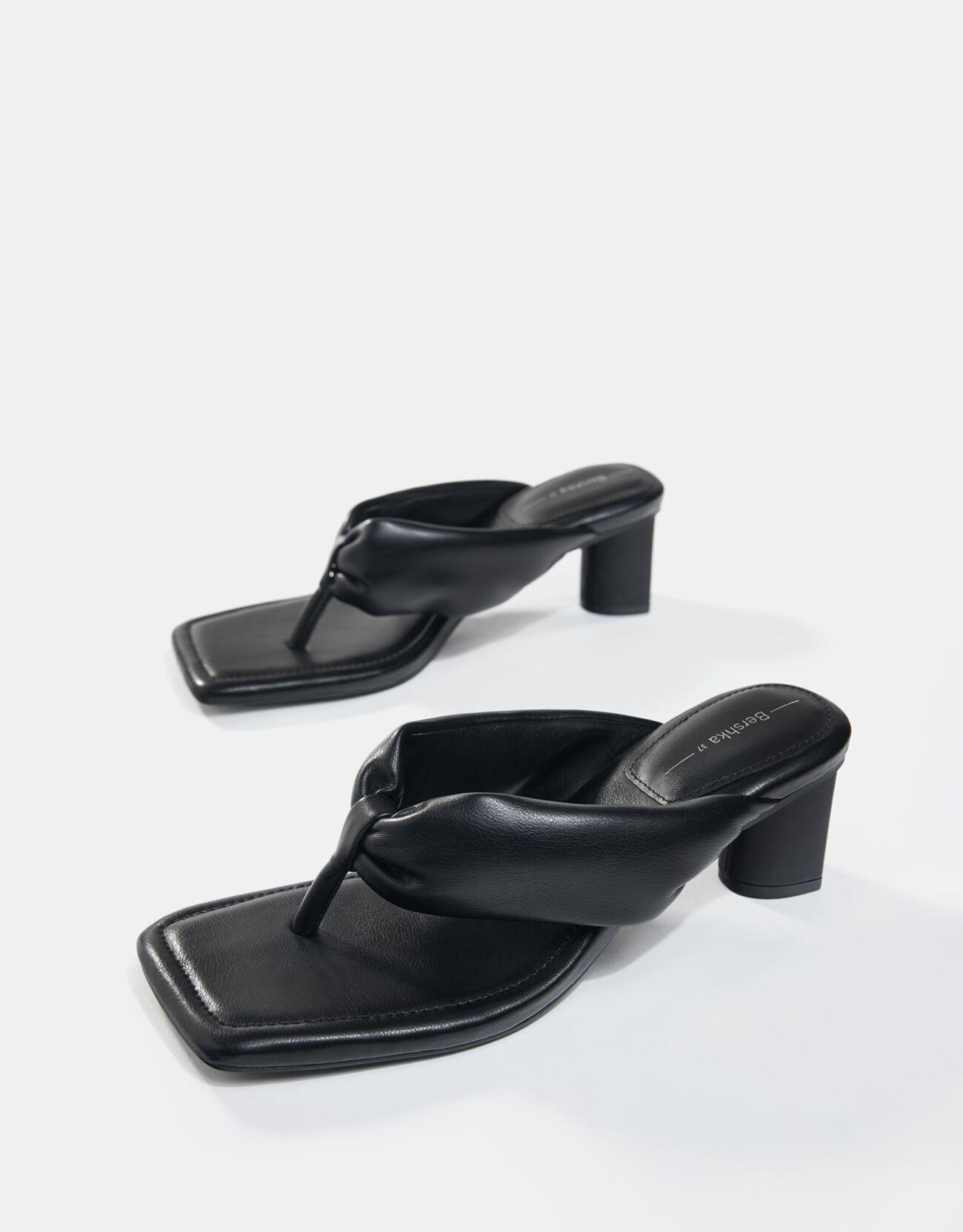 Sandalias de dedo acolchadas