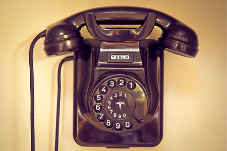 Tesla Telefono