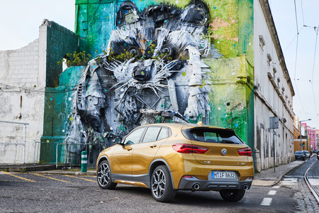 BMW X2 trasera lateral