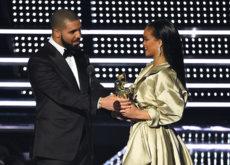 El rapero Drizzy Drake declara en público su amor a Rihanna al entregarle un premio durante los MTV Music Video Awards