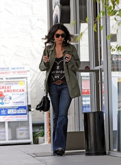 Vanessa Hudgens  pantalones campana