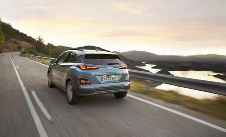 Hyundai Kona Electrico en carretera