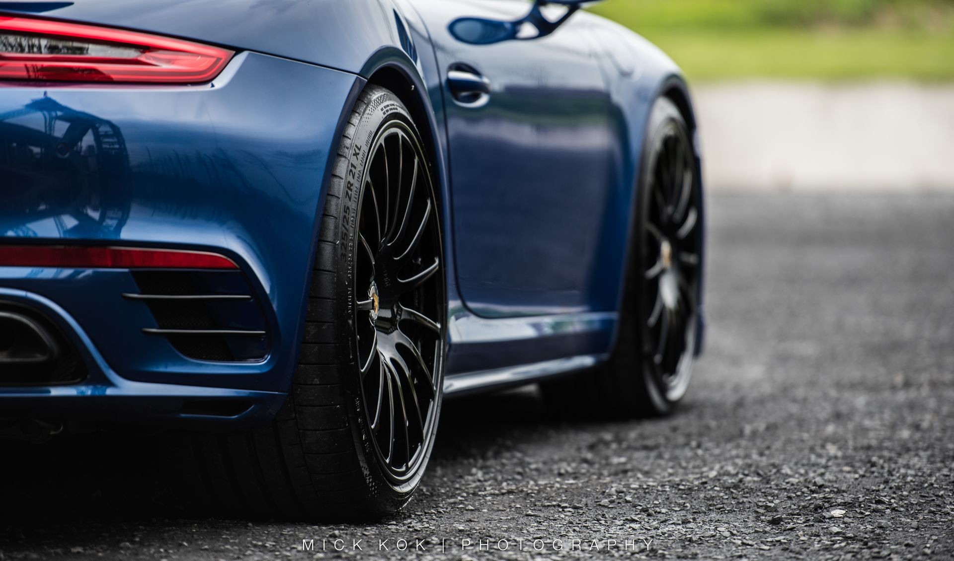 Porsche 911 Turbo S Blue Arrow