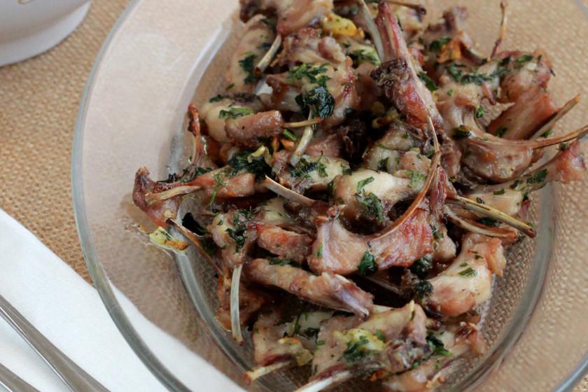 Chuletitas de conejo hechas en el horno, receta sana de carne sin grasa