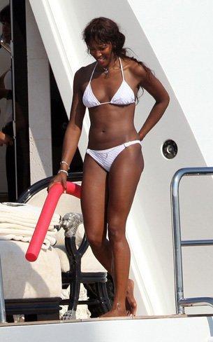 Vacaciones verano 2010: las celebrities se van a la playa, sus estilos más sexys en bikini. Naomi Campbell