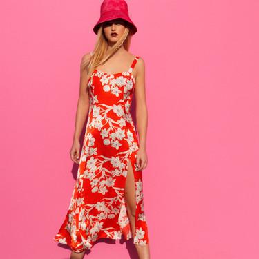 Zara y el estampado floral: 11 vestidos de menos de 30 euros que podrían convertirse en tu última obsesión
