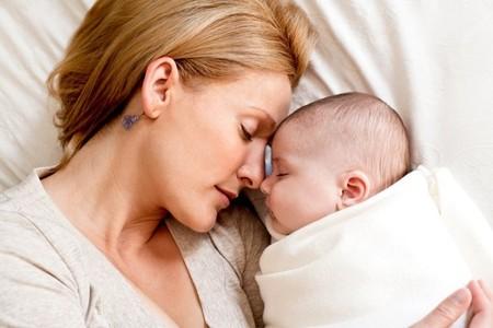Mama Dormida Con Bebe