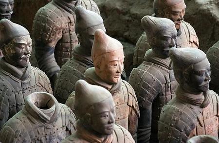 Retoman las excavaciones para dar con más guerreros de terracota