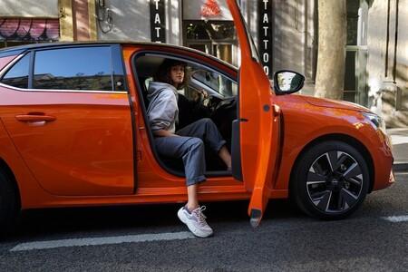La experiencia transformadora de conducir un coche eléctrico por primer vez: cuatro conductores nos lo cuentan