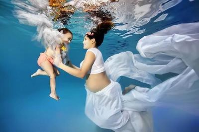 Maravillosas fotografías de futuras mamás bajo el agua