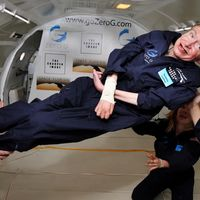 Los quizá no tan alocados planes de Stephen Hawking para solucionar el cambio climático: mudarnos a la luna ya