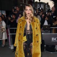 Duelo de abrigos Burberry: Este año los abrigos de la firma triunfan entre las celebrities