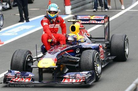 Mark Webber hizo de taxista a Fernando Alonso