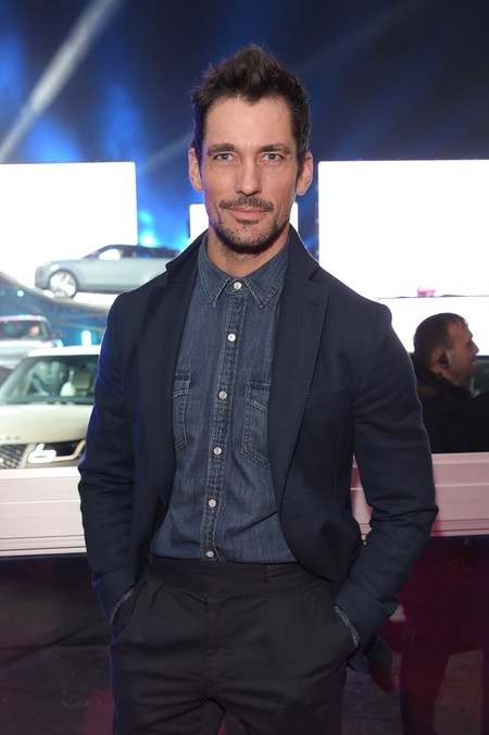 David Gandy Falla Al Intentar Hacer Cool El Denim En La Presentacion Del Range Rover Evoque 02