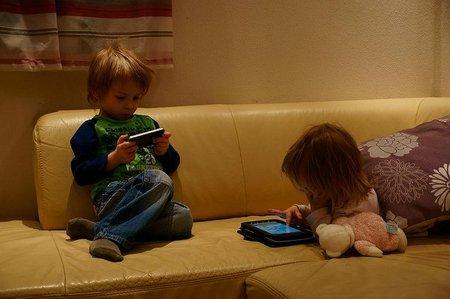 Desactiva la conexión a Internet antes de que tu hijo juegue con el móvil