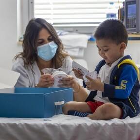 Disney arranca un proyecto piloto en el Hospital de la Paz para humanizar la estancia de los niños con cáncer