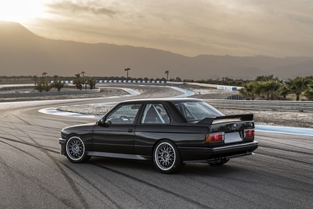 Redux BMW M3 E30 restomod
