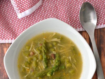 Sopa de jamón serrano y espárragos. Receta