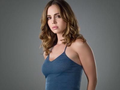 """""""Yo tenía 12 años, él 36"""": Eliza Dushku afirma que sufrió abusos sexuales durante el rodaje de 'Mentiras arriesgadas'"""