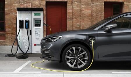 Las ventas de coches caen otro 18,7% en noviembre, un mes en el que por primera vez los vehículos alternativos superan al diésel