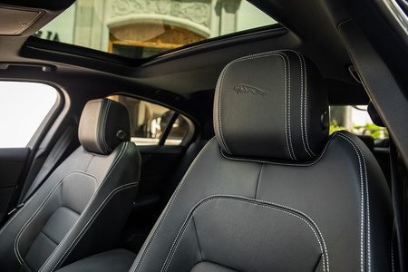 Jaguar Xe 2020 28