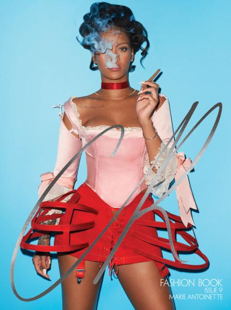 """Rihanna, una María Antonieta """"destroyed"""" posando en portada de CR Fashion Book"""