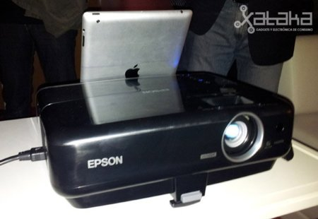 Epson MG-850HD, tus películas, del iPhone a la pared