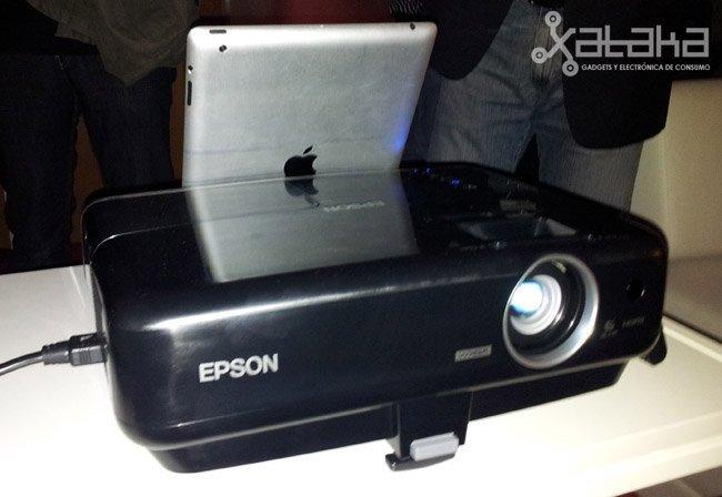 Epson MG-850HD, tus películas, del iPhone a la pared